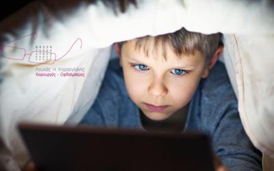 Παιδί: Η προσκόλληση στην οθόνη & οι βλαβερές συνέπειες.